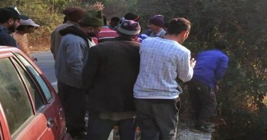 पिथौरागढ़ के बेरीनाग के तहसील मुख्यालय के पास जाखरावत गांव में एक गुलदार ने कुत्ते को निवाला बना लिया।