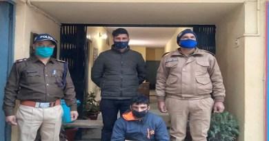 रुद्रप्रयाग पुलिस ने दो चोरी की घटनाओं को अंजाम देने के आरोप में कश्मीरी युवक को गिरफ्तार किया है।