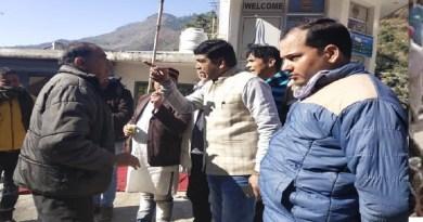 रुद्रप्रयाग: निर्माण कार्य से गुस्साए ग्रामीणों ने की प्रोजेक्ट मैनेजर को बंधक बनाने की कोशिश, बामुश्किल बचाई जान