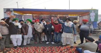 कृषि कानूनों के खिलाफ दिल्ली की सीमाओं पर डटे किसानों को समर्थन देने के लिए श्रीनगर गढ़वाल का संयुक्त प्रतिनिधिमंडल गाजीपुर और टिकरी बॉर्डर पहुंच गया है।