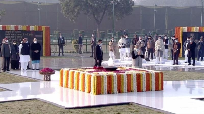 पूर्व प्रधानमंत्री अटल बिहारी वाजपेयी की आज 96वीं जयंती है। पीएम मोदी समेत बीजेपी के दूसरे बड़े नेताओं ने उन्हें श्रद्धांजलि दी।