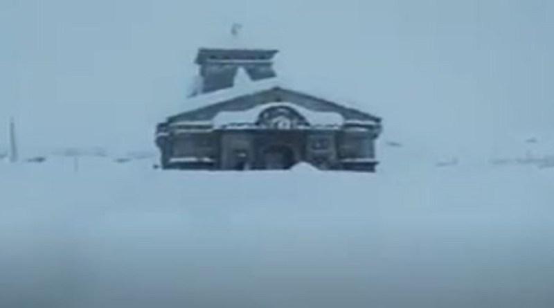 उत्तराखंड के पहाड़ी इलाकें में बर्फबारी के बाद जबरदस्त ठंड पड़ रही है। गुरुवार को बर्फबारी ने 10 साल का रिकॉर्ड तोड़ दिया।