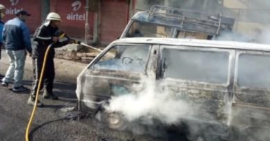 अल्मोड़ा में चलती गाड़ी में आग लगने से मचा हड़कंप, 2 वाहन जलकर खाक, लोगों ने ऐसे बचाई जान