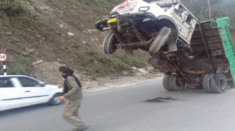 टनकपुर-चंपावत मार्ग में टला बड़ा हादसा, सुखीढांग के पास खनिज लदे डंपर से बचा हादसा