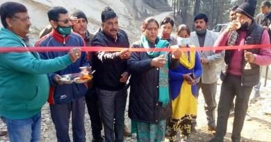 पिथौरागढ़ के बेरीनाग के चौड़मन्या दौला उप्रेती मोटर मार्ग स्टेज-2 का उद्घाटन विधायक मीना गंगोला ने किया।