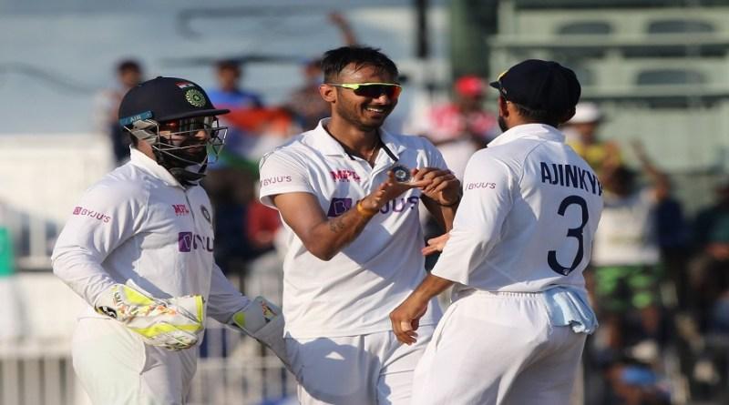 भारत ने इंग्लैंड के साथ होने वाले चार मैचों की टेस्ट सीरीज के अंतिम दो टेस्ट मैचों के लिए 17 सदस्यीय अपनी टीम की बुधवार को घोषणा की।