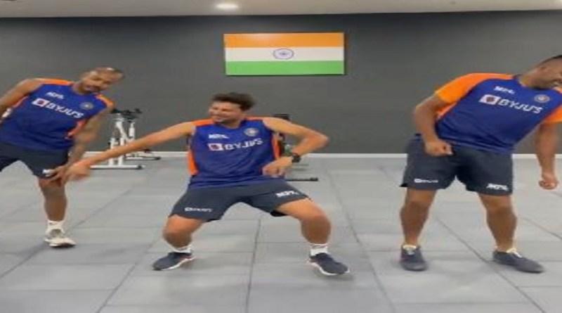 इंडियन क्रिकेट आर अश्विन, हार्दिक पांड्या और कुलदीप यादव के डांस का एक वीडियो सोशल मीडिया पर तेजी से वायरल हो रहा है। स्टार ऑफ स्पिनर रविचंद्रन अश्विन ने वर्कआउट के दौरान ये वीडियो बनाया है और इसे सोशल मीडिया पर शेयर किया है।