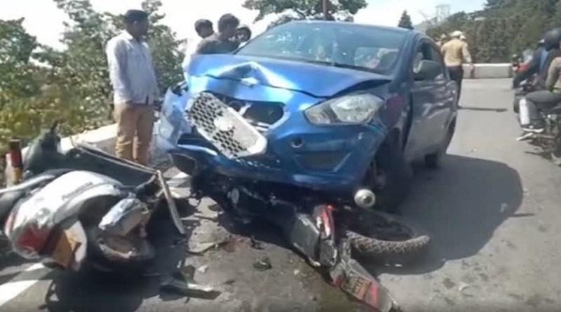 देहरादून-मसूरी मुख्य मार्ग पर बेकाबू कार ने तीन गाड़ियों को टक्कर मार दी। हादसे में दो लोग घायल हुए हैं।