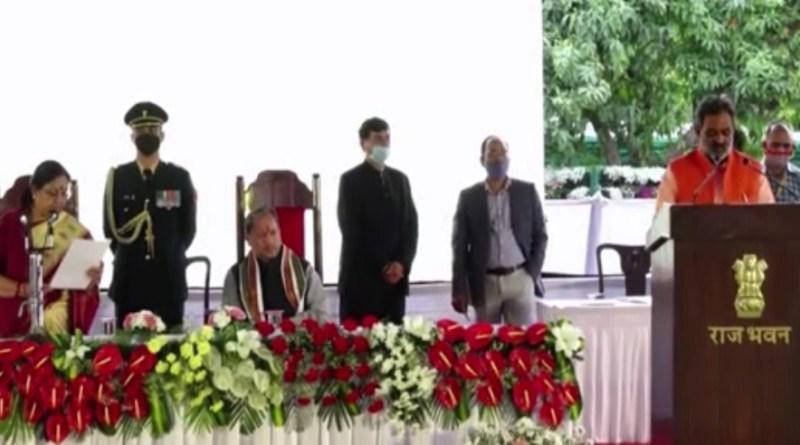 उत्तराखंड में कैबिनेट का विस्तार हो गया है। देहरादून के राजभवन में आयोजित शपथ ग्रहण समारहों में विधायकों ने मंत्री पद की शपथ ली।