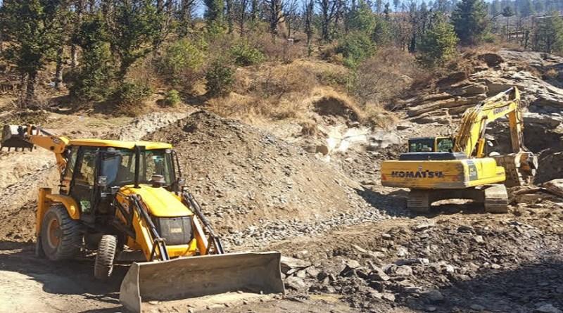 उत्तरकाशी के गोविंद वन्य जीव विहार क्षेत्र में अवैध पेड़ कटान और आरा मशीन धड़ल्ले से संचालित किया जा रहा है।