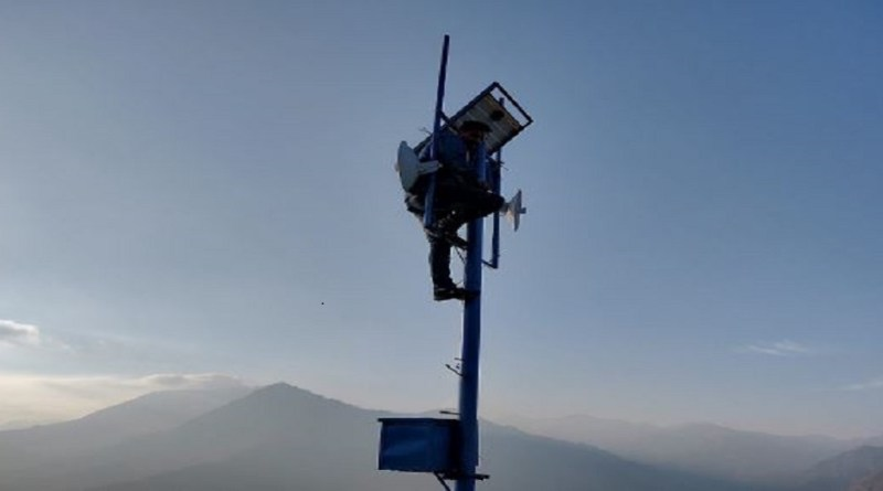 उत्तरकाशी के सीमांत इलाके धौन्तरी में सिर्फ BSNL का ही टॉवर लगा है, लेकिन इस टॉवर में लाइट जाने पर बैकअप की कोई व्यवस्था नहीं है।