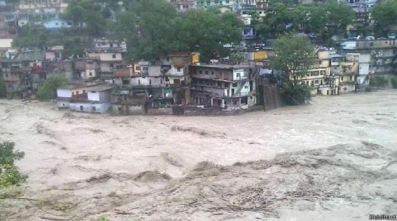 उत्तराखंड में कई घंटों से मूसलाधार बारिश, नदियां उफान पर, गंगा का जलस्तर भी  बढ़ा - News Nukkad