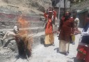 उत्तराखंड: पर्यटन मंत्री सतपाल महाराज के इस बयान पर तीर्थपुरोहित हुए आक्रोशित, प्रदर्शन कर फूंका पुतला