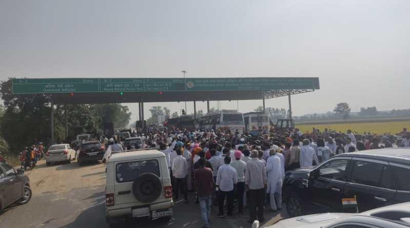 किच्छा बॉर्डर पर रोका गया हरीश रावत का काफिला, किसानों के परिजनों से मिलने जा रहे थे लखीमपुर