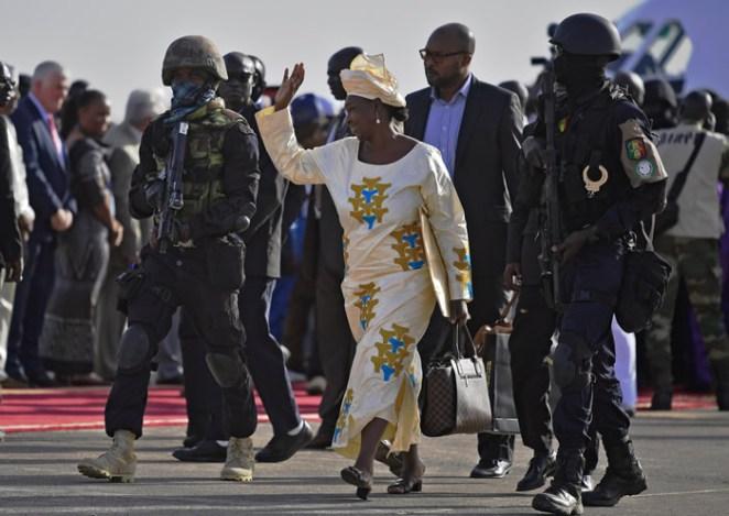 Barrow-arrives-Gambia5