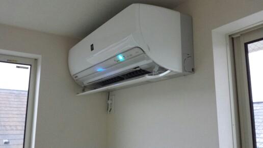 エアコン付けっぱなしの方が電気代お得?それとも高い? 長年の論争がついに決着!