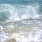 【画像】波にガチでビビる女の子wwwwwwww
