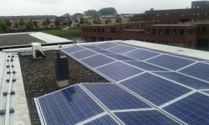 Dak met zonnepanelen