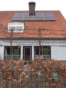 Huisje, boompje en mooie zonnepanelen