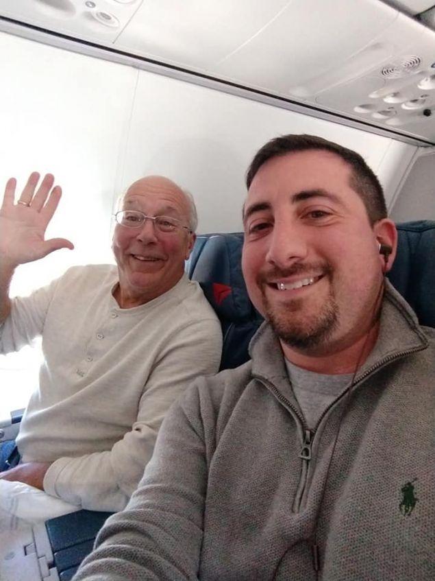 Ο Χαλ Βόγκαν με τον επιβάτη Μάικ Λέβι