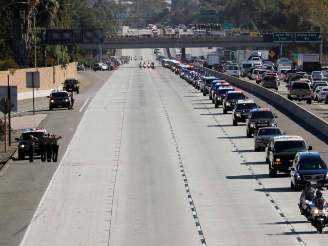 PHOTO: A procession for the body of Sergeant Ron Helus, who died in a shooting incident at a Thousand Oaks bar, drives down Ventura Highway 101 in Thousand Oaks, Calif., Nov. 8, 2018.
