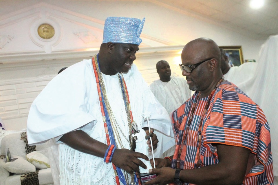 The Ooni of Ife presents an award to Donnell Floyd during Team Familiar's 2017 trip to Africa.