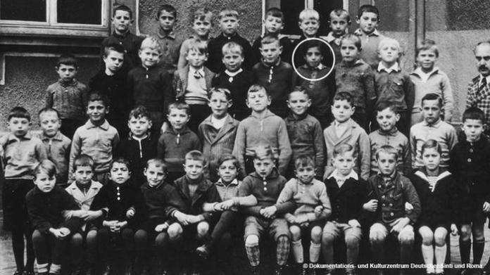 A class photo showing Karl Kling and other boys at school in Karlsruhe