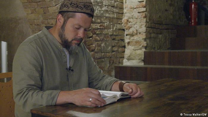 Ender Cetin reading