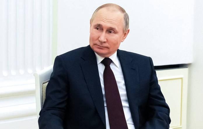 Путин заявил, что готов обсудить с Зеленским отношения двух стран в Москве