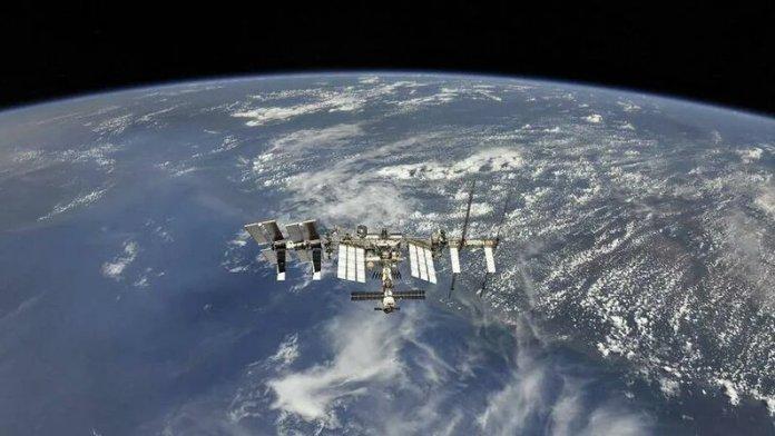 Космическиймусорпролетел в 1,8 км от МКС
