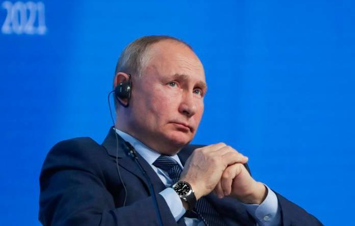 Путин заверил, что российские власти очень переживают из-за падения доходов населения