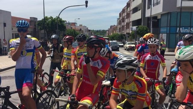 Ciclismo em protesto contra a duplicação de custos no policiamento
