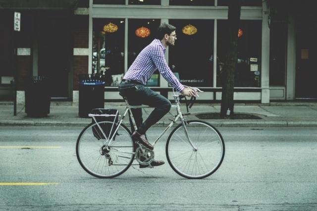 Ciclistas que passem sinais vermelhos perdem pontos na carta
