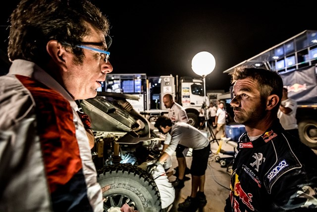 Loeb abandona o Silk Way Rally e Kolomy perde um pneu!