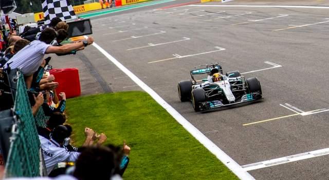Lewis Hamilton vence em Spa
