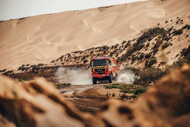 ÚLTIMA HORA: MAN TGS de Elisabete Jacinto tombado nas dunas