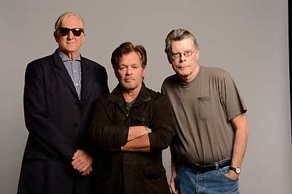 T Bone Burnett, John Mellencamp und Stephen King. Photo: Kevin Mazur