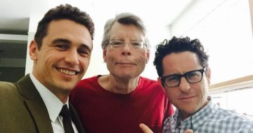 James Franco, Stephen King und J. J. Abrams (v.l.n.r.) am Set