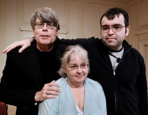 Stephen (li), Owen (re) und Tabitha King (mitte)