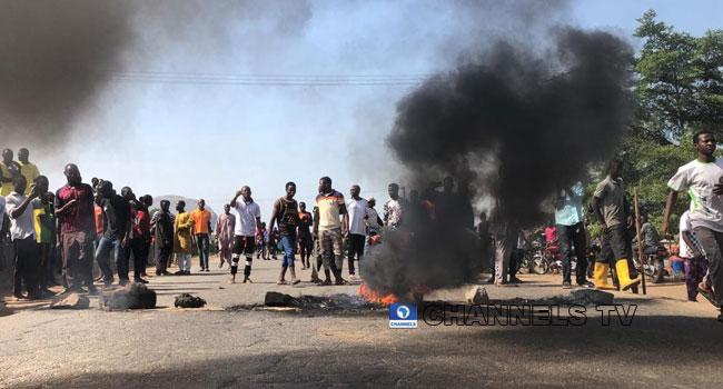 BREAKING: See Photos As Residents Block Kaduna-Abuja Highway
