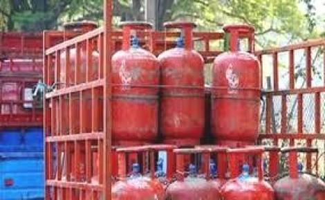 गेल्या काही दिवसांपासून पेट्रोल डिझेलचे दर स्थिर होते. मात्र, गुरुवारी पेट्रोल डिझेलच्या दरवाढ करण्यात आली आहे.