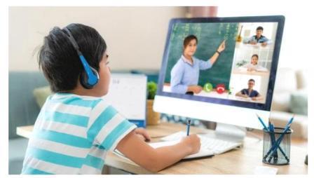 ऑनलाइन वर्गाना कंटाळलेल्या पालक, विद्यार्थी आणि शिक्षकांची नव्या शैक्षणिक वर्षांतही लवकर सुटका होण्याची चिन्हे दिसत नाहीत. करोनाच्या दुसऱ्या लाटेमुळे नव्या शैक्षणिक वर्षांची सुरुवात ऑनलाइनच.
