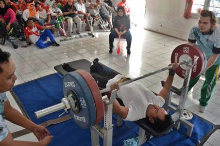 atlet-angkat-berat-solo2