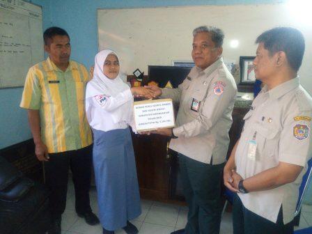 Bantu Korban Gempa Ambon, Siswa SMKN Jenawi Galang Dana