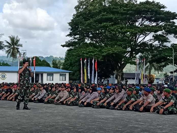 Kunker Panglima TNI Dan Kapolri Tanam Pohon Dan Tatap Muka Bersama Anggota TNI/Polri Di Lantamal IX Ambon
