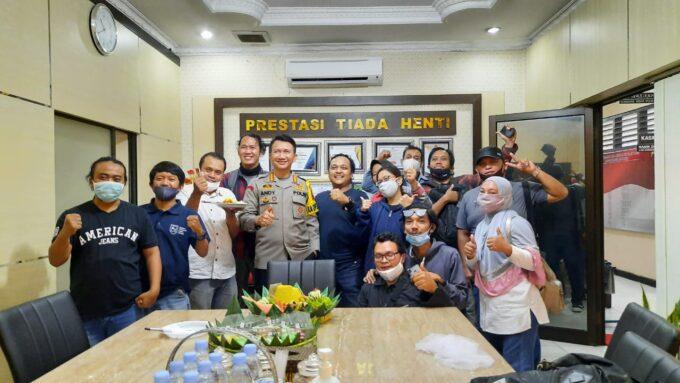 Kapolresta Surakarta Ulang Tahun ke-45, Wartawan Kasih Kejutan