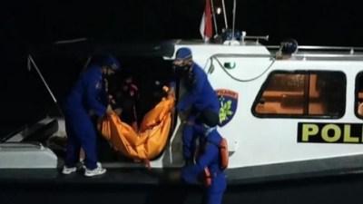 Mayat Mr.x di Pulau Mandangin Berhasil di Evakuasi Jajaran Anggota Polres Sampang