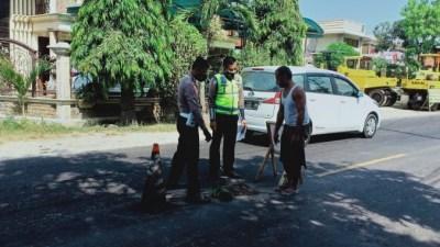Niat Menyalip, Pemotor Tewas di Jalan Raya Sampang