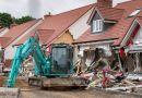 MAREA BRITANIE: Român, acuzat că a distrus mai multe case cu un buldozer