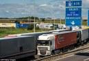 Sute de migranți, transportați cu TIR-uri în Marea Britanie printr-o rețea condusă de un român și un kurd